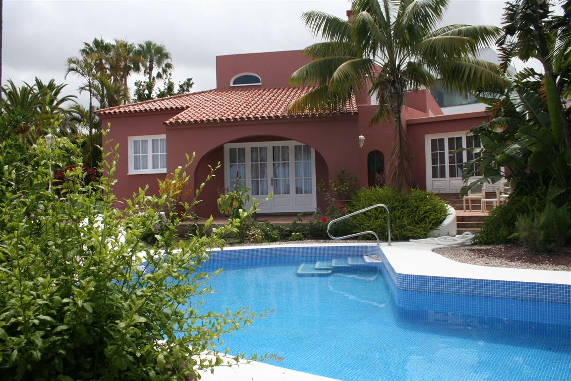Villa for sale in Sauzal