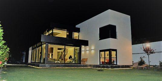 Villa for sale in Guamasa