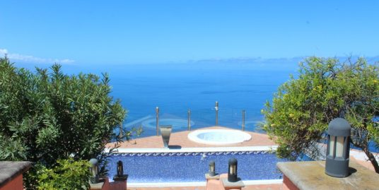 Large Villa for sale in Tacoronte